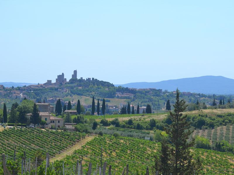 Italien Toskana Rundreise San Gimignano Berge