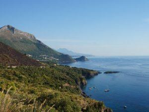 Die Küste am Golf von Policastro