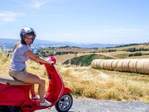 Vespatour San Gimignano Toskana Städtereise Italien