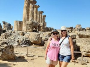 Reisende im Tal der Tempel Agrigent
