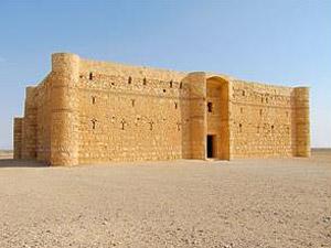 Erkunden Sie die Schlösser in der Wüste nördlich von Amman