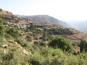 Wandern Jordanien Dana ist ein kleiner Ort mitten in der grünen Natur