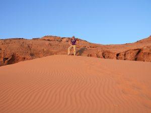 Wüste Wadi Rum - Sie machen Halt an den roten Dünen in der Wüste