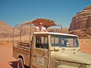 wadi-rum-mensch-jeep