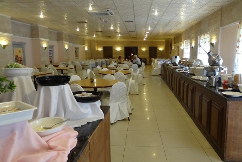 Rundreise Jordanien Das Restaurant der Unterkunft ist gepflegt und sauber