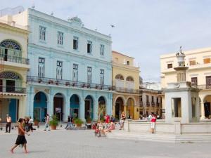 Platz in Havanna bei Kuba Busrundreise