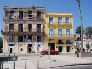Kuba Mexiko Rundreise farbenfrohe Häuser in Havanna