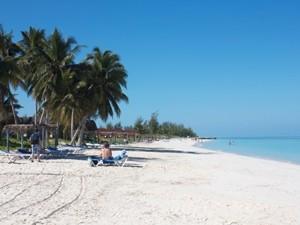 Faulenzen am Strand von Cayo Levisa