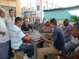 Dominospieler in Santiago de Cuba