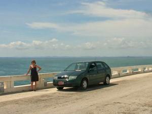 Westkuba Rundreise Auto auf dem Damm