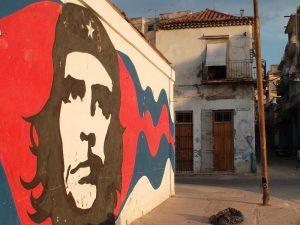 Wandbemalung-mit-Che-Guevara-Motiv-Geschichte-Kuba