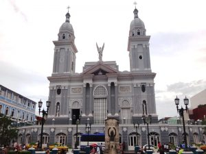 Zweitürmige Kathedrale