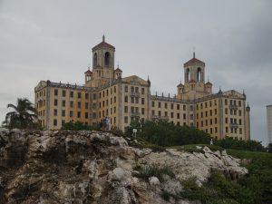 Das-berühmte-Hotel-Nacional-auf-einem-Felsen-Hurrikansaison
