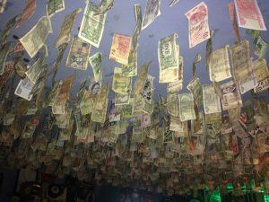 Kneipe-in-Trinidad-Geld-und-Währung-auf-Kuba
