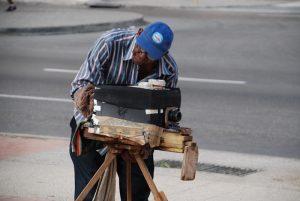 Kubanischer-Fotograf-in-Havanna-Zollbestimmungen