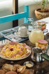 typisches-Frühstück-in-einer-Casa-auf-Kuba-Landesküche-Speisen-und-Getränke