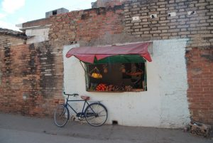 Gemüsestand-in-Trinidad-Lebensmittel-auf-Kuba