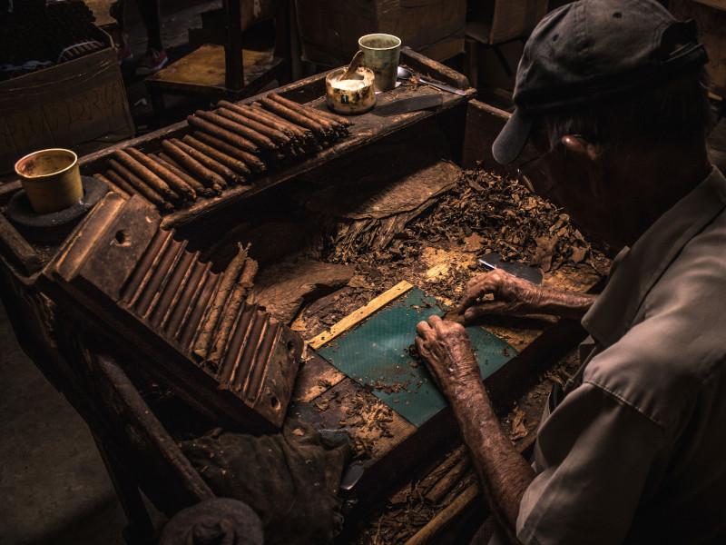 Kuba-vinales-Zigrarrenfabrik-800x600