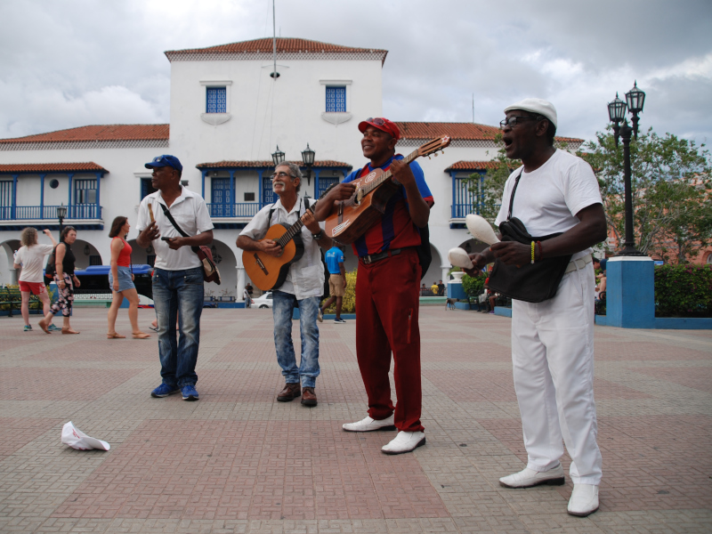 kuba-santiago-straßenmusiker-einheimische