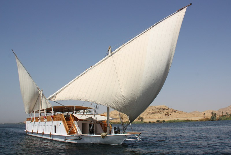 Warum nach Ägypten reisen traditionelles Segelschiff - eine Dahabeya