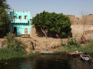 Haus am Nilufer bei einer Ägypten Reise