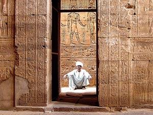 aegypten-tempel-hyroglyphen-edfu