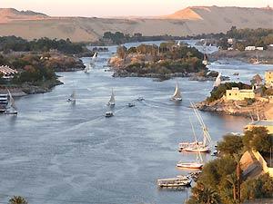 Segelbote bei Sonnenuntergang in Assuan