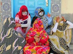 Verschleierte Frauen in der Oase Dakhla