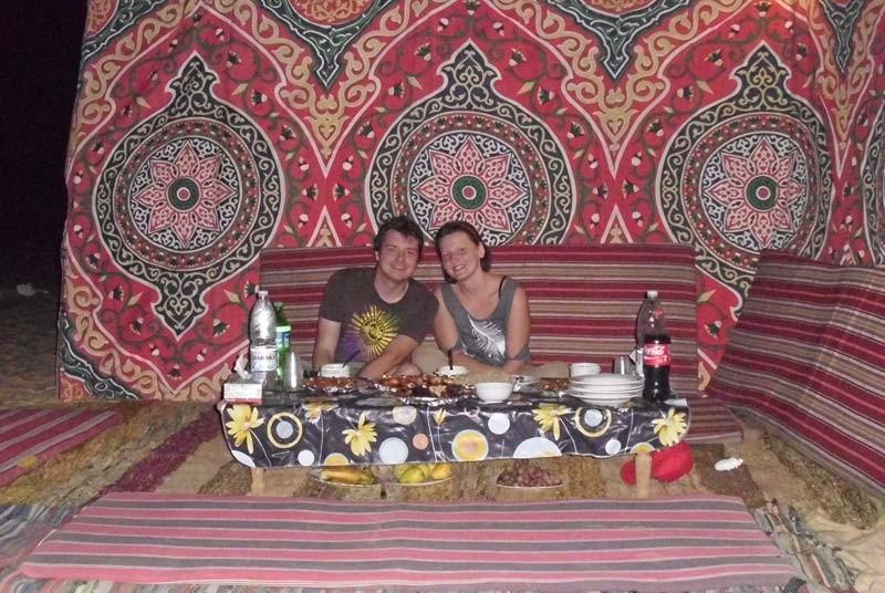 Sie verbringen einen traditionellen Abend in der Weißen Wüste