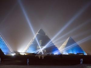 egyptair_logo_on_pyramide