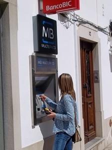 Bankautomat in der Stadt