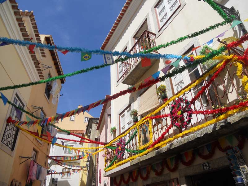 Warum nach Portugal reisen? Lissabon bunte Häuser