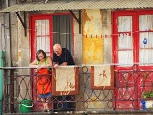 Plausch auf dem Balkon