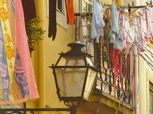 Lissabon: flatternde Wäsche in der Alfama