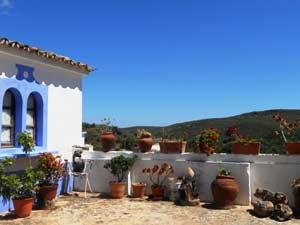 Künstlerdorf im Hinterland der Felsalgarve in Portugal