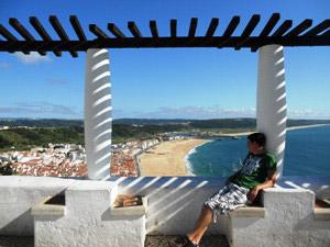 Ausblick von Sitio auf die Nazaré Atlantikküste bei einer Portugal Rundreise