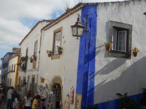 Obidos-bunte-Häuser-Stadt