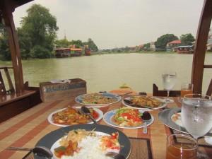 ayutthaya-boot-mittagessen