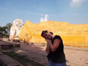 Liegende Buddhastatue im Geschichtspark Ayutthaya