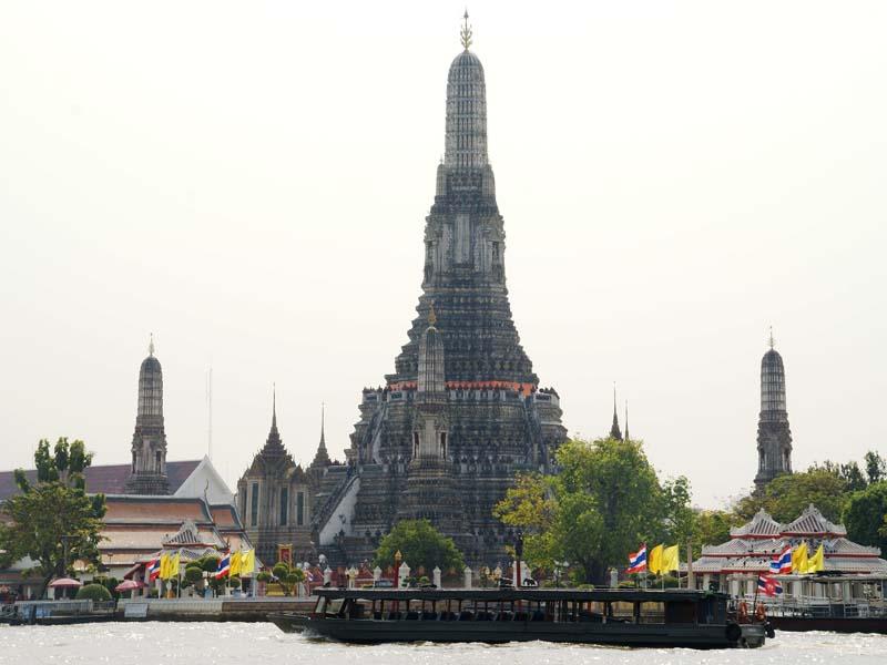 Besuchen Sie einen der schönsten Tempel Bangkoks - den Wat Arun