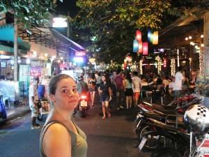 Thailand Highlights: Reisende auf der Khao San Road