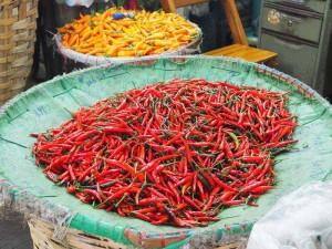 Das scharfe Essen in Thailand kann Reisekrankheiten wie Durchfall verursachen
