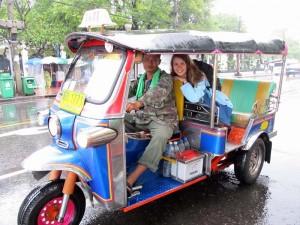 Thailand Rundreise Tuk Tuk fahren