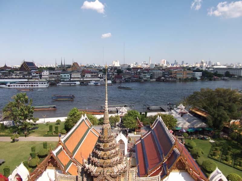 Blick vom Wat Arun auf den Fluss