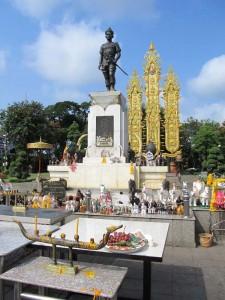 goldenes-dreieck-chiang-rai-monument