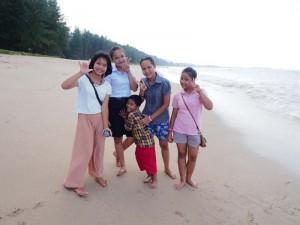 khao-lak-kinder-am-strand
