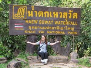 Im Khao Yai Nationalpark bekommen Sie Stulpen zum Schutz vor Zecken