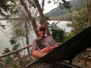 In der Hängematte vorm Bungalow relaxen