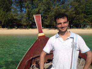 Inselhopping Thailand - Ein Longtailboot vor Koh Kradan