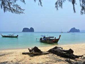 Nach ein paar entspannten Tages verlassen Sie die Robinson Insel per Boot